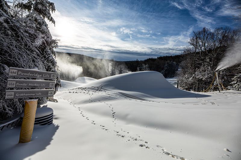 Snowmaking 1920-3619.jpg