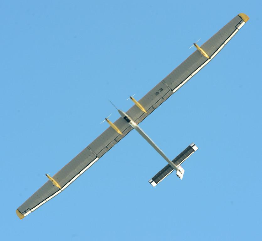 . The solar driven airplane Solar Impulse flies over the San Francisco Bay on Tuesday, April 23, 2013. (Doug Duran/Bay Area News Group)