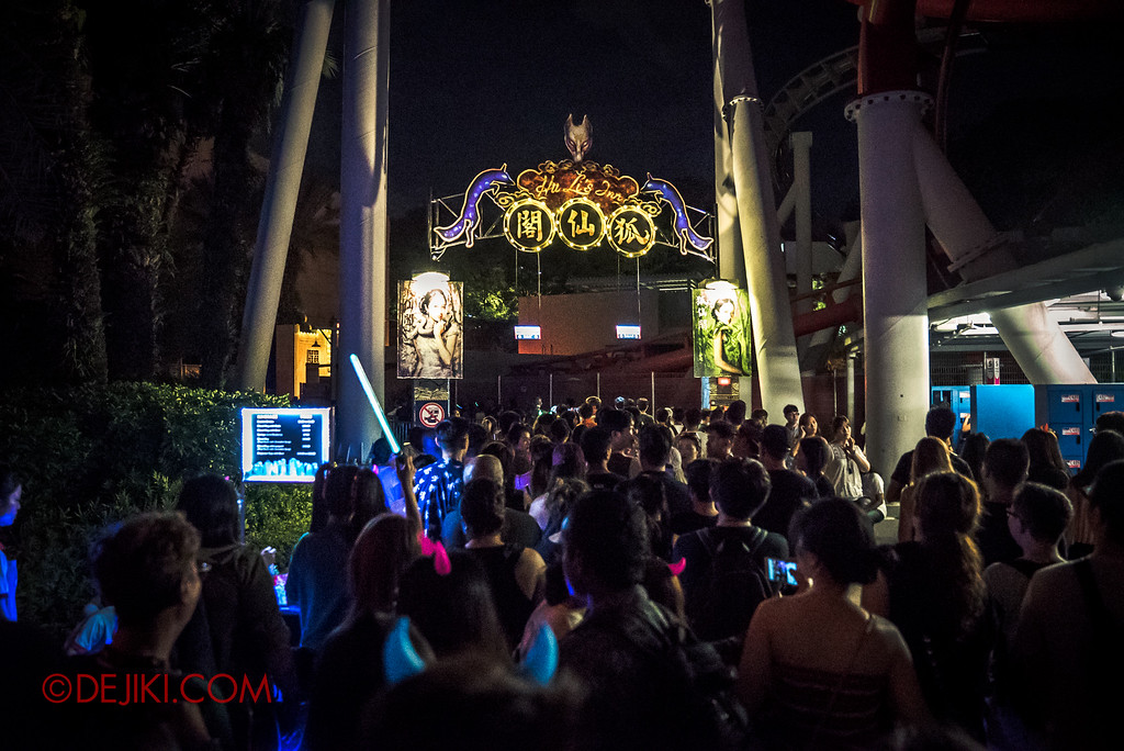 Halloween Horror Nights 6 - RIP Tour review / massive long lines at Hu Li's Inn entrance