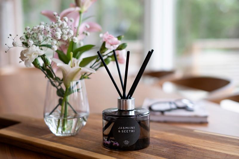 Saaren Taika huonetuoksu tuoksukynttilät sisustus lifestyle (28 of 30).jpg