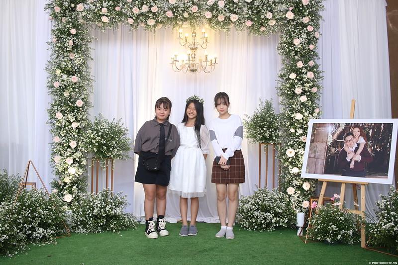 Vy-Cuong-wedding-instant-print-photo-booth-in-Bien-Hoa-Chup-hinh-lay-lien-Tiec-cuoi-tai-Bien-Hoa-WefieBox-Photobooth-Vietnam-065.jpg