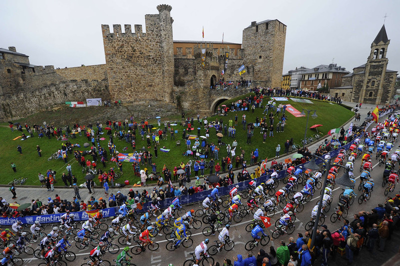 . The pack ride during the men\'s road race at the 2014 UCI Road World Championships in Ponferrada on September 28, 2014.  MIGUEL RIOPA/AFP/Getty Images