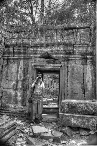 CambodiaJustinePhotographingB&WDSC_4904_5_6.jpg