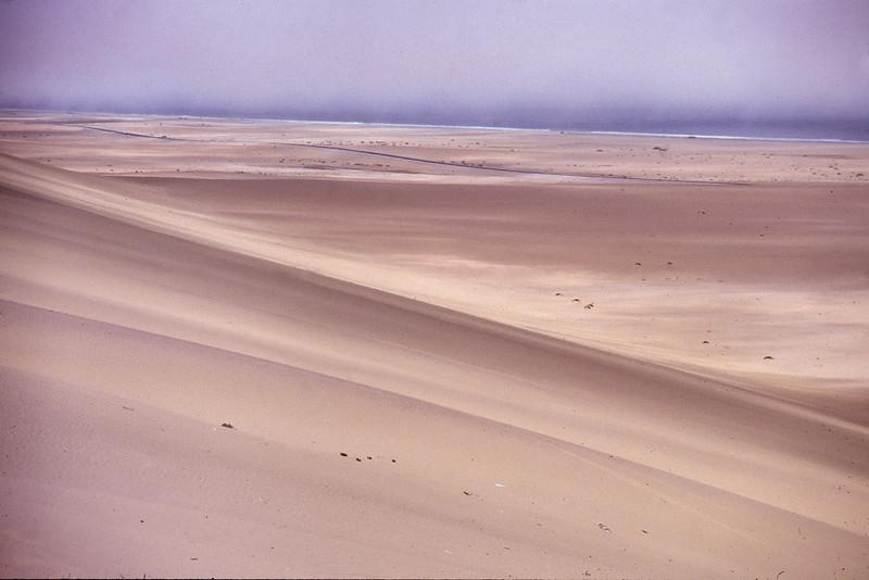 """Namibia 1995, Namib-Desert """"Es weiten sich die Augen, der Horizont und das Gefühl für die eigene Nichtigkeit..."""""""