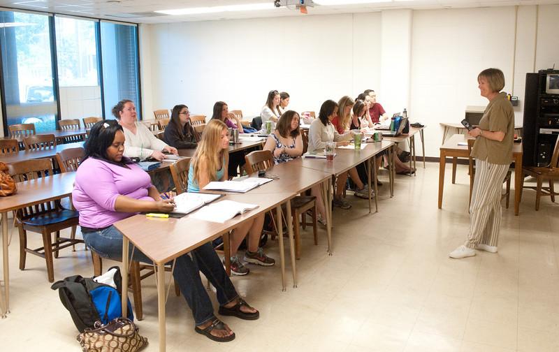 05_31_11_nursing_classroom-4081.jpg