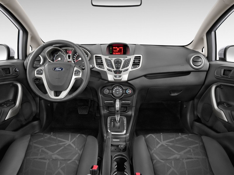 2013-Ford-Fiesta-sedan-interior.jpg