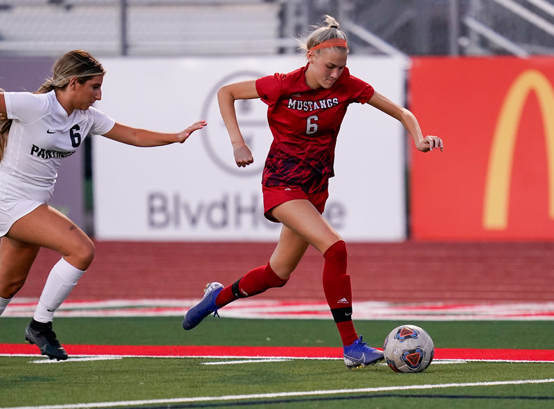CCHS-vsoccer-pineview2697.jpg