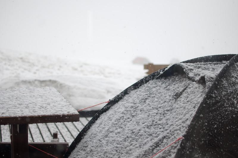 Hrafntinnusker, il commence à neiger.