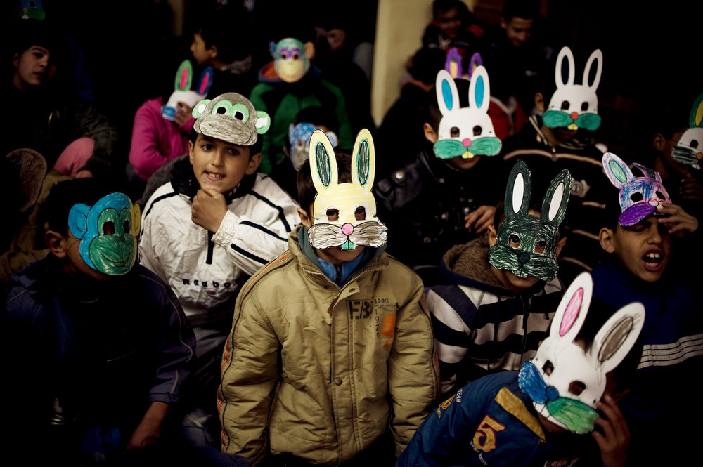 . Roma children wear masks during activities marking the International Roma Day in Pristina on April 8, 2013.      AFP PHOTO / ARMEND NIMANI