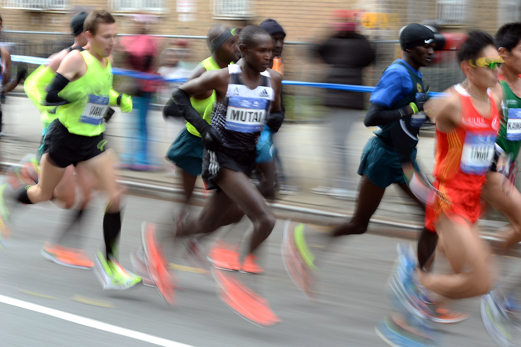 . Runners compete in the New York City Marathon on November 2, 2014. Kenya\'s Wilson Kipsang won the New York City Marathon men\'s title, defeating Ethiopia\'s Lelisa Desisa with a strong push to the finish line. Kipsang won the 26.2-mile race in an unofficial time of two hours, 20 minutes and 59 seconds with Desisa four seconds back. AFP PHOTO/Jewel Samad