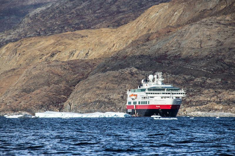 Polarcircle Boat Safari around Uummannaq icebergs