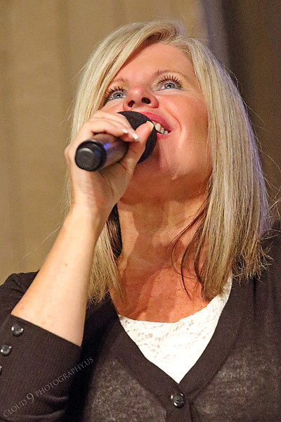 AMER-CMM 00003 Heritage Singer Val Mace-Mapa praises the Lord at a church presentation by Peter J Mancus.JPG