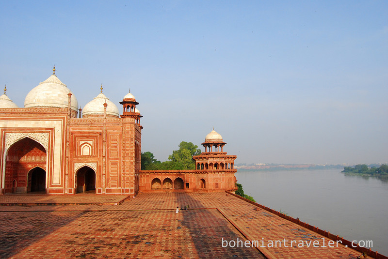 Mosque at the Taj Mahal (2).jpg