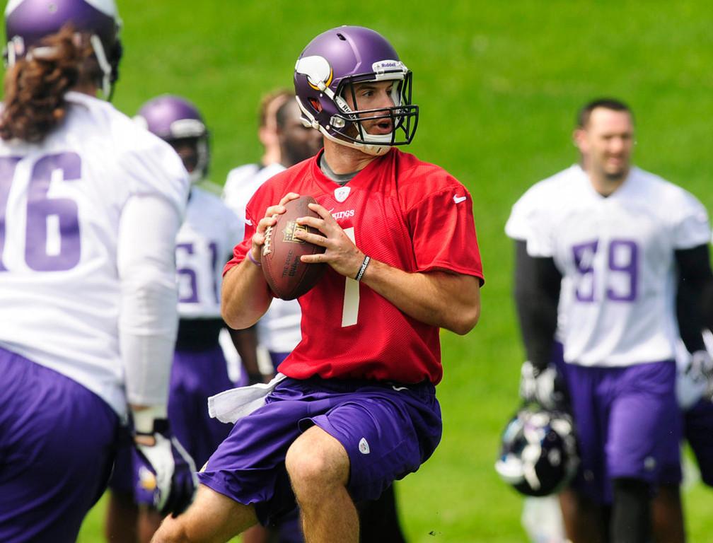 . Quarterback Christian Ponder looks for a receiver. (Pioneer Press: Scott Takushi)