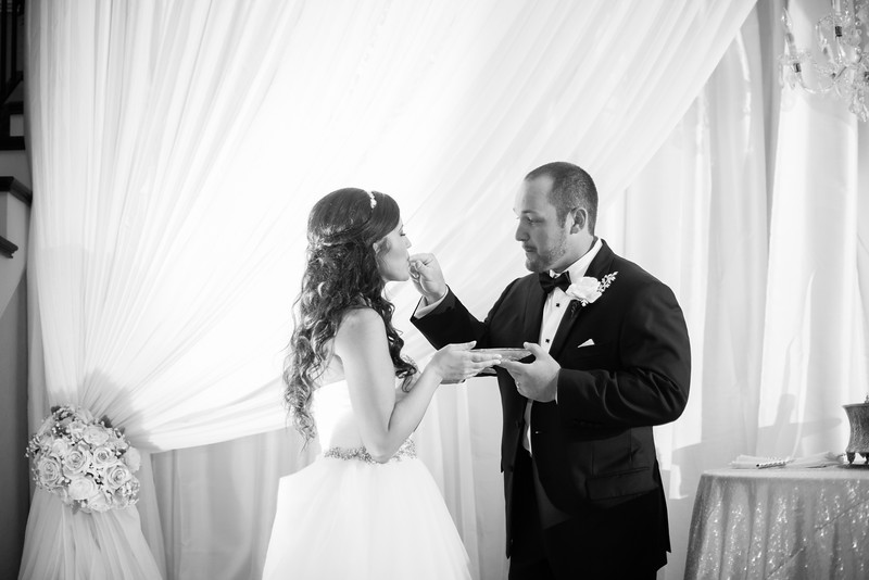 0925_Josh+Lindsey_WeddingBW.jpg