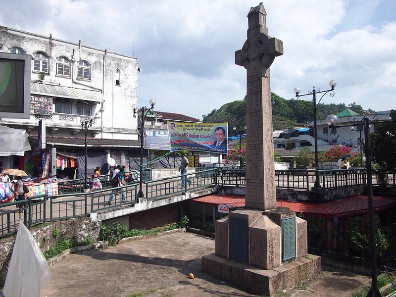 P2148392-wwi-monument.JPG