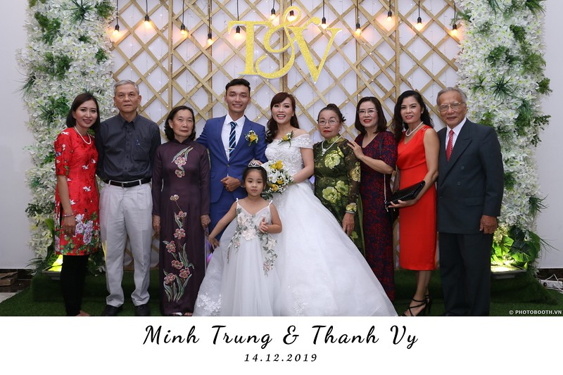 Trung-Vy-wedding-instant-print-photo-booth-Chup-anh-in-hinh-lay-lien-Tiec-cuoi-WefieBox-Photobooth-Vietnam-033.jpg