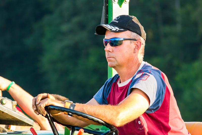 Tractor Pulling 2015-9100.jpg