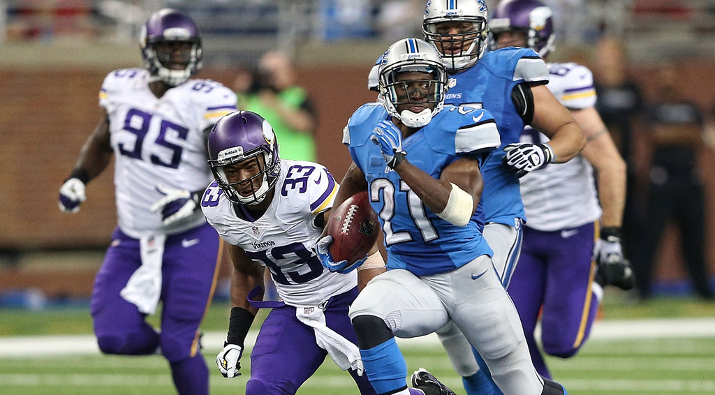 . Detroit\'s Reggie Bush flies past Vikings defenders for a 77-yard touchdown run in the third quarter.  (Photo by Leon Halip/Getty Images)