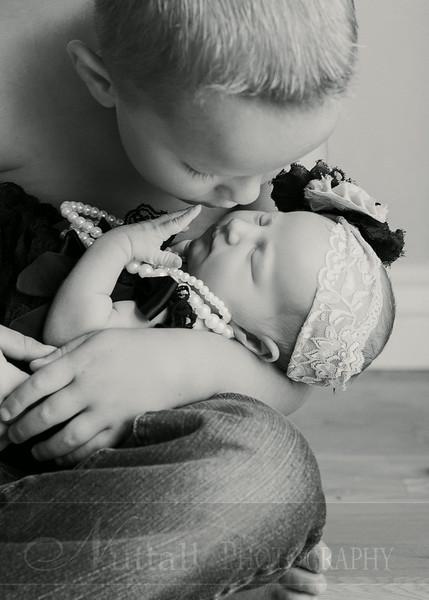 Natalie Newborn 09bw.jpg