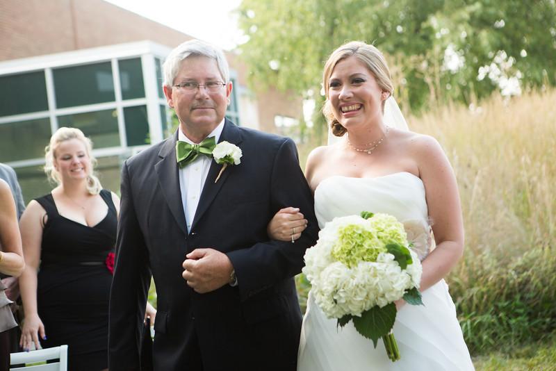 Beautiful outdoor summer wedding ceremony outside between Rockford Art Museum and Burpee Museum. Wedding photographer – Ryan Davis Photography – Rockford, Illinois.