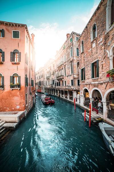 famous-canals-in-venice-italy-picjumbo-com.jpg