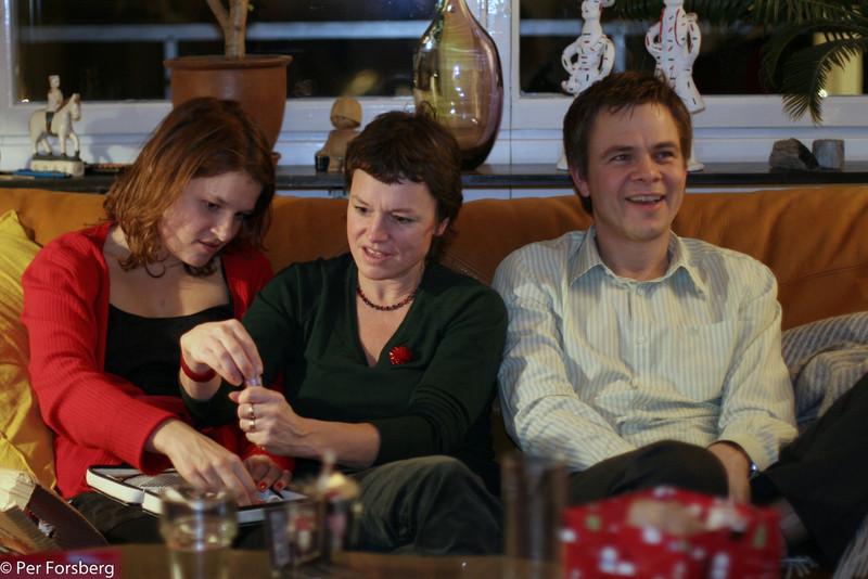Efter middagen var det dags för julklappsöppning...