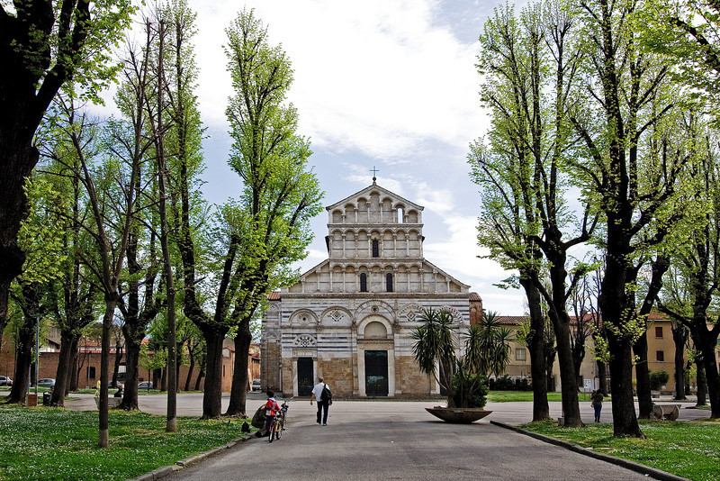 Square with a Church Pisa.jpg
