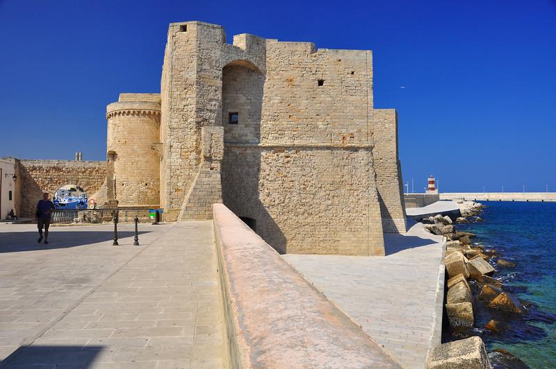 Monopoli fortress walls