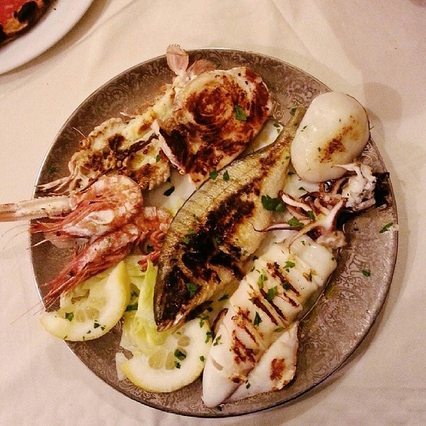 They_don_t_screw_around_when_you_order_a_mixed_fish_plate_in_Brindisi..jpg
