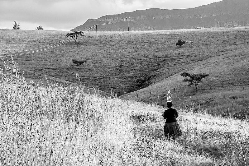 Woman_Carrying_Water_in_Drakensberg.jpg