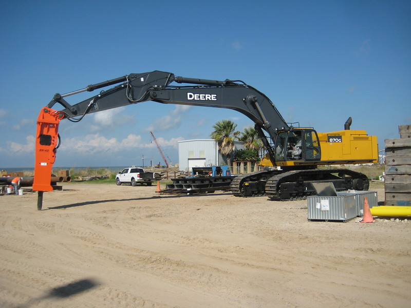 NPK GH40 hydraulic hammer on Deere 870G excavator (22).jpg