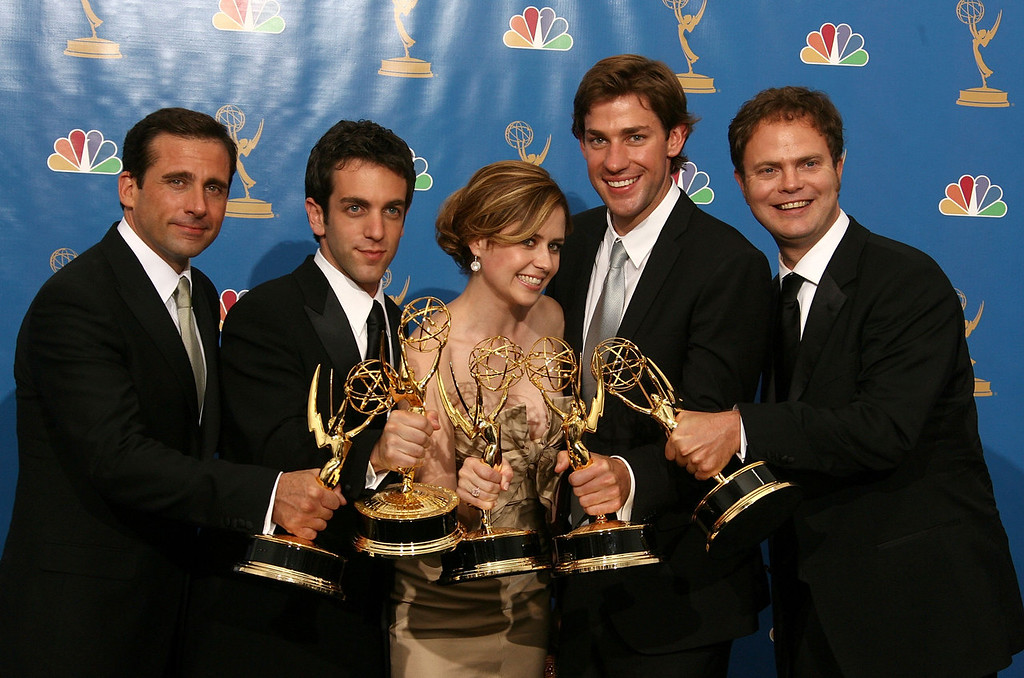 """. Actor Steve Carell, actor B.J. Novak, actress Jenna Fischer, actor John Krasinski and actor Rainn Wilson poses in the press room after winning \""""Outstanding Comedy Series\"""" for \""""The Office \"""" at the 58th Annual Primetime Emmy Awards at the Shrine Auditorium on August 27, 2006 in Los Angeles, California.  (Photo by Kevin Winter/Getty Images)"""