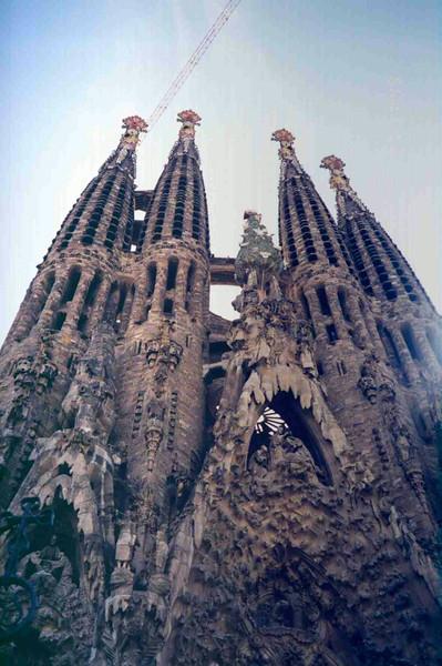 Sagrada Familia Front View.jpg