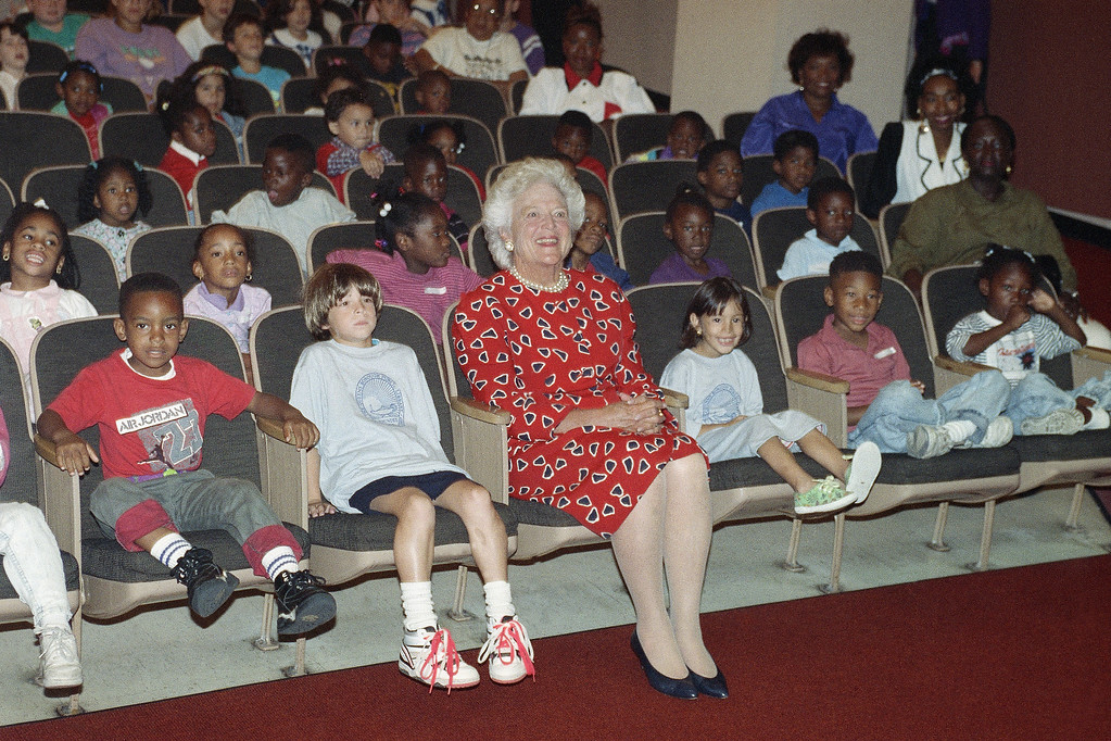 . Former first lady Barbara Bush visits the Queens Borough Public Library in Jamaica, which presented a theater performance for children, Sept. 4, 1991. (AP Photo/Ed Bailey)