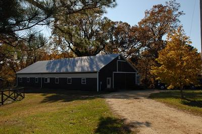 10 stall center aisle barn, amish built. Tack, feed, wash-stall and loft.
