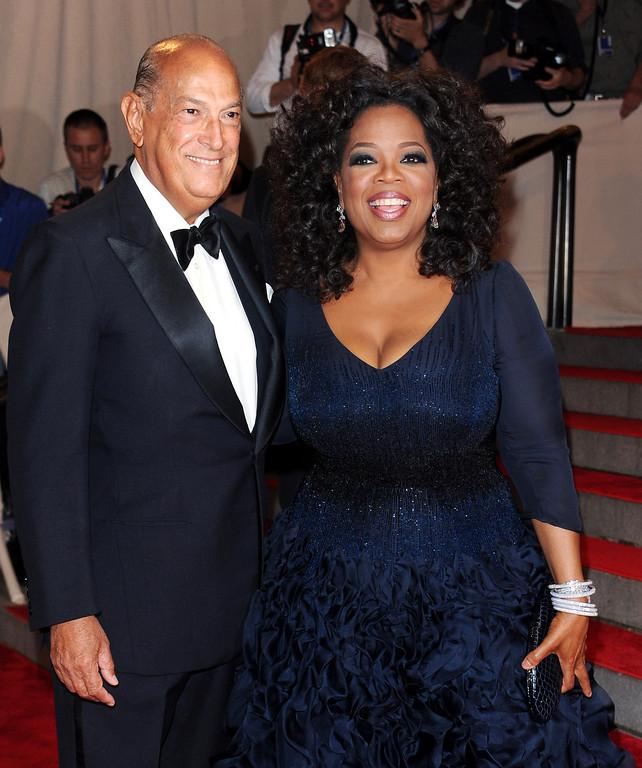 . Oprah Winfrey and designer Oscar de la Renta arrive at the Metropolitan Museum of Art Costume Institute gala, Monday, May 3, 2010 in New York.  (AP Photo/Evan Agostini)