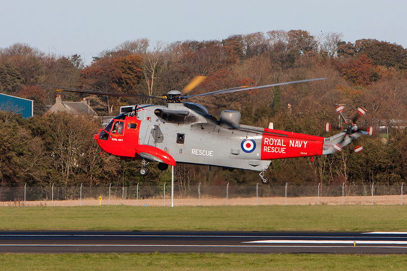 ZA134 Westland WS-61 Sea King HU5 Royal Navy Prestwick 021108.jpg