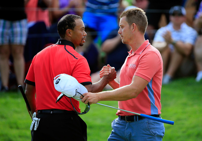 . Tiger Woods (L) shakes hands with Henrik Stenson of Sweden after the Final Round of the World Golf Championships-Bridgestone Invitational at Firestone Country Club South Course on August 4, 2013 in Akron, Ohio. Woods won the tournament with a score of -15. (Photo by Sam Greenwood/Getty Images)