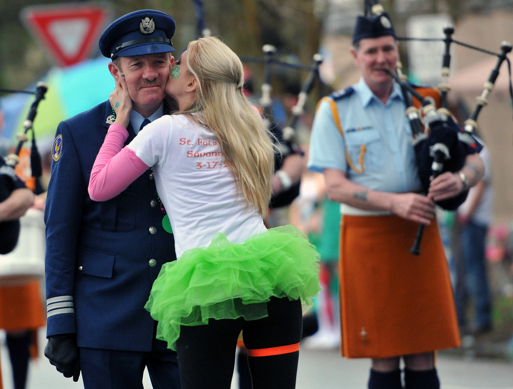 . The leader of the Irish Air Corps Pipe Band gets a kiss on the cheek during Savannah\'s 190-year-old St. Patrickís Day parade, Monday, March 17, 2014, in Savannah, Ga. (AP Photo/The Morning News, Richard Burkhart)