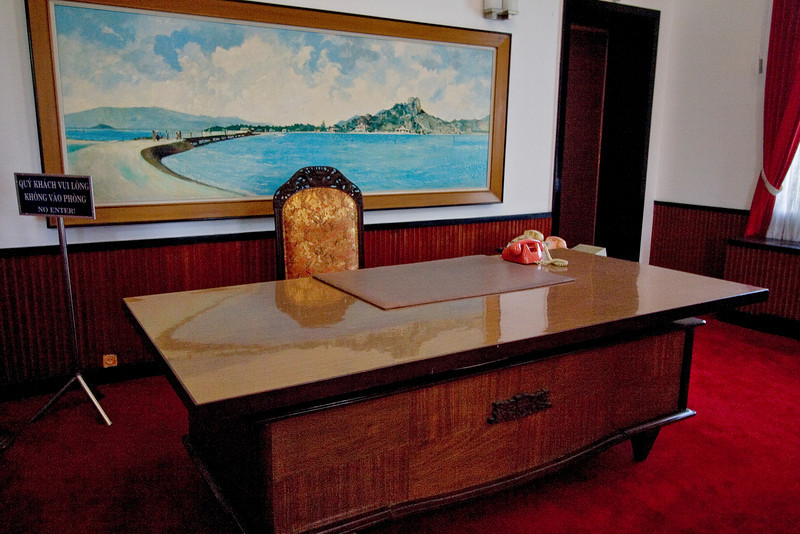 Presidential Desk.jpg