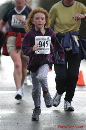 2004 Bazan Bay 5K - One of the younger race participants