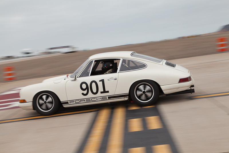 Patrick Costin in his 1967 Porsche 911. © 2014 Victor Varela