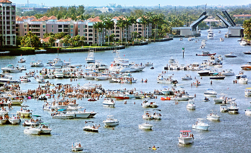 050612 - BOCA RATON - 2012 Boca Bash in Lake Boca photographed from Carmen's Restaurant At The Top Of The Bridge Hotel.  Photo by Tim Stepien