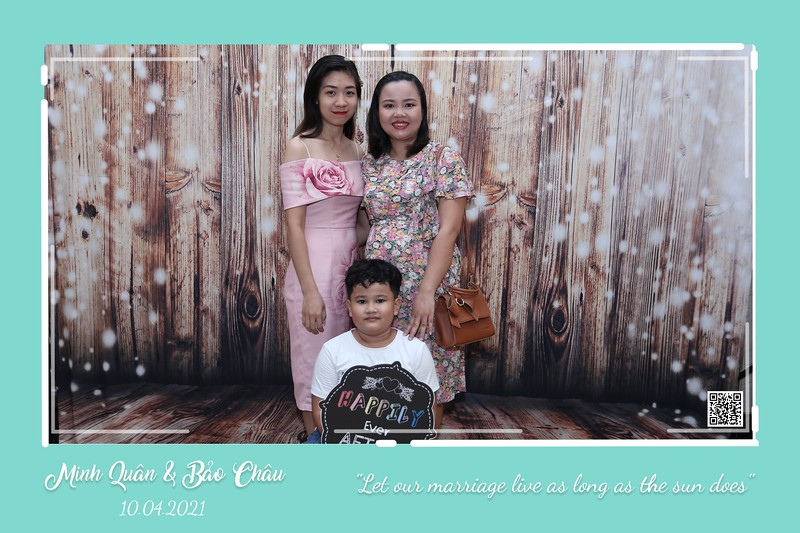 QC-wedding-instant-print-photobooth-Chup-hinh-lay-lien-in-anh-lay-ngay-Tiec-cuoi-WefieBox-Photobooth-Vietnam-cho-thue-photo-booth-077.jpg