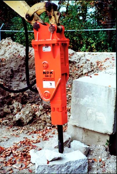 NPK GH2 hydraulic hammer on Cat mini excavator (10).JPG