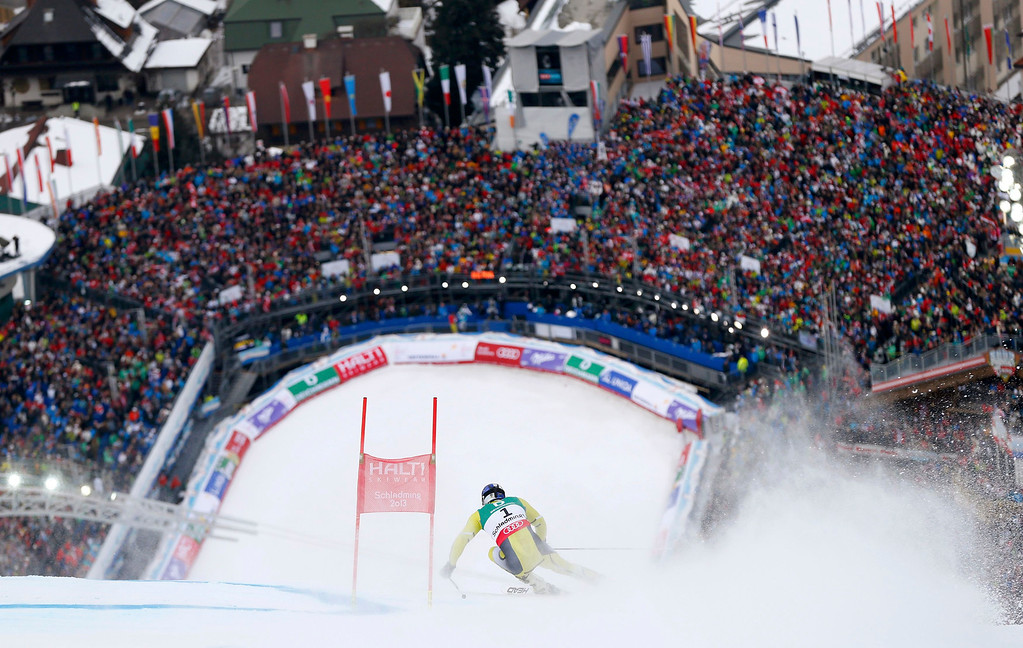 . Ted Ligety of the U.S. skis during the second run of the men\'s Giant Slalom race at the World Alpine Skiing Championships in Schladming February 15, 2013.   REUTERS/Dominic Ebenbichler