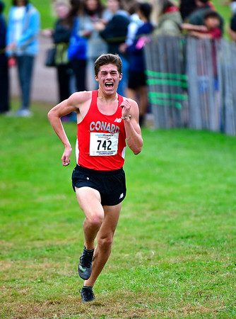 10/16/2019 Mike Orazzi | StaffrConard High School's Gavin Sherry during the boys CCC XC Championship held at Wickham Park in Manchester on Wednesday. r