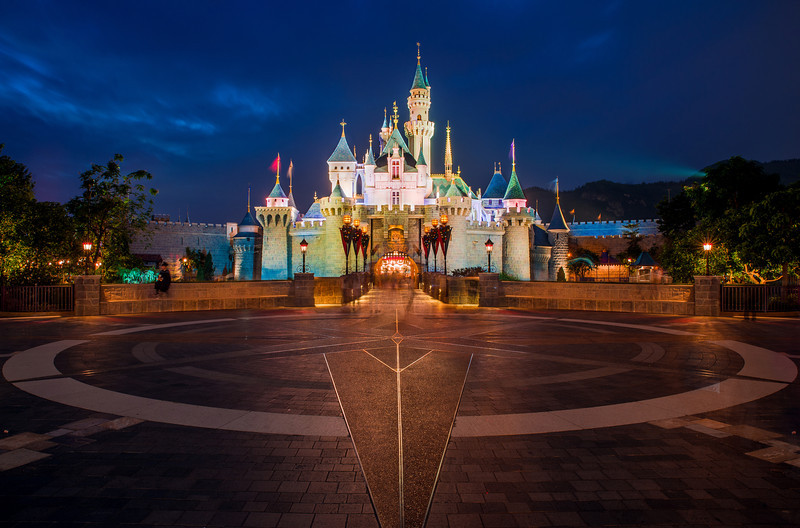 sleeping-beauty-castle-hong-kong-disneyland-night.jpg
