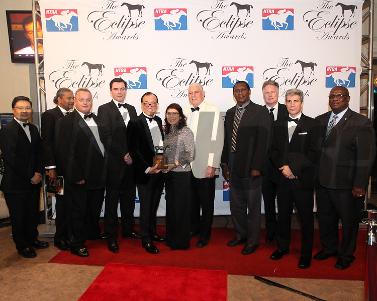 Bernard Cleary and Teo Ah Khing accept the 2017 Eclipse Award for 3 Y O  Filly Abel Tasman, 2018 , Gulfstream Park